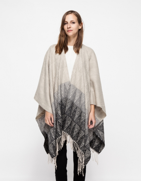 blanket scard trend cream black scarf accessory nyc street style trend hot right now