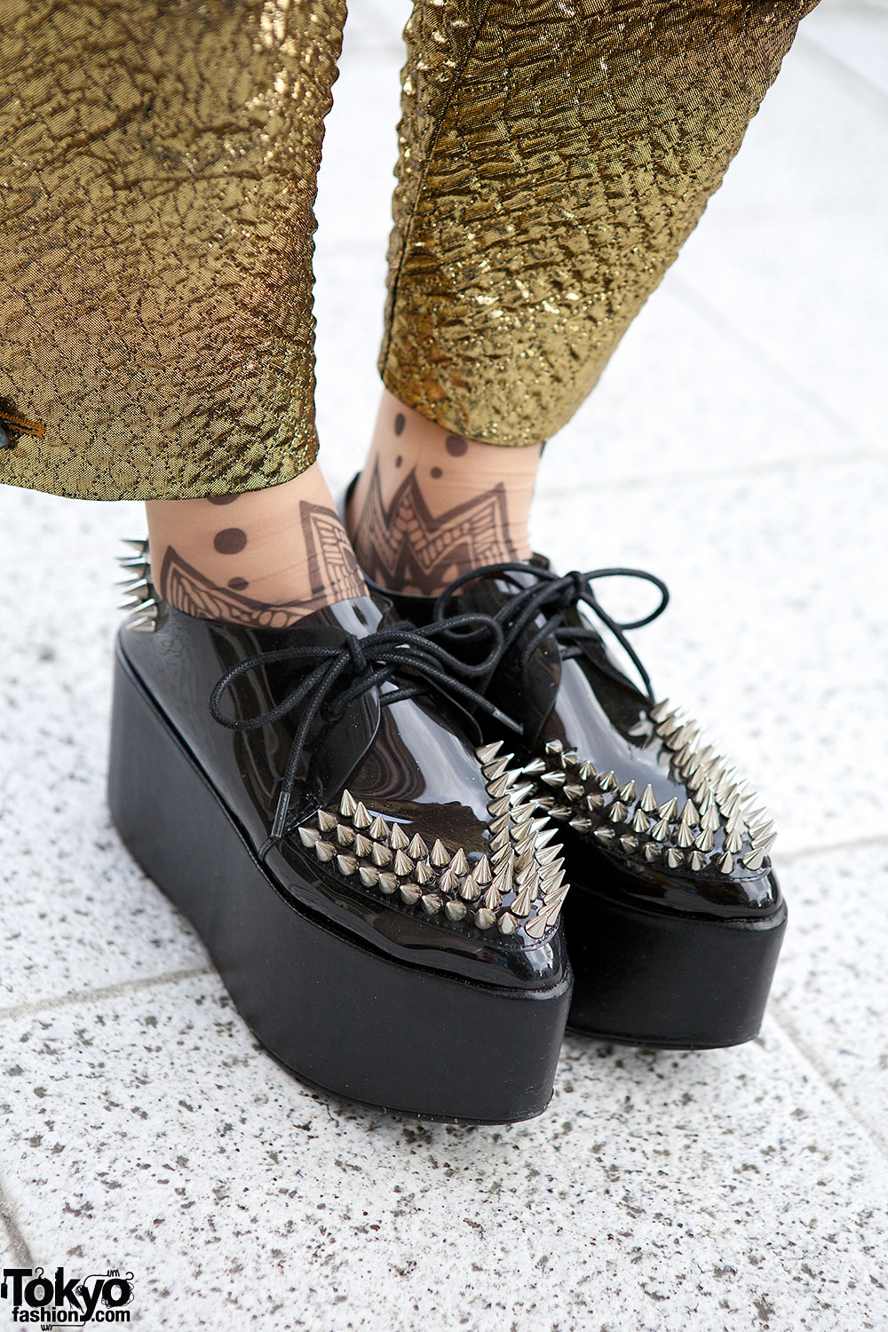 jeffrey campbell spike creepers 10 winter creeper street style looks that rock