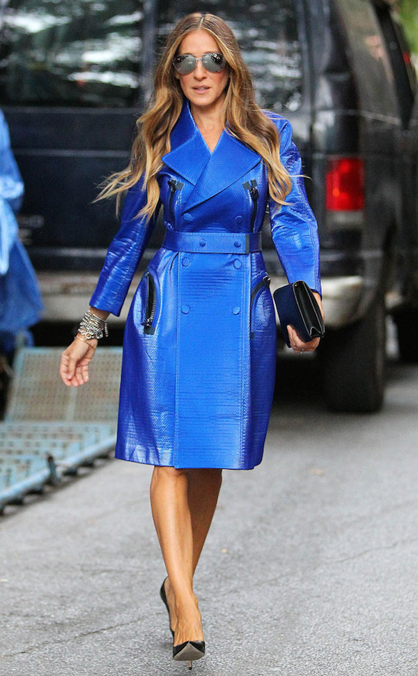 Sarah-Jessica-Parker-in-Calvin-Klein-Collection-Resort-2015-Electric-Blue-Trench-Coat-at-the-Calvin-Klein-Collection-Spring-2015-NYFW-SS15