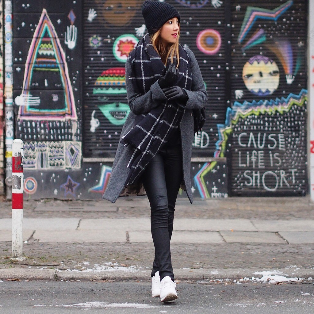 black sneakers white sole are the new sneaker street style trend the sneaker street style strut fashion blogger