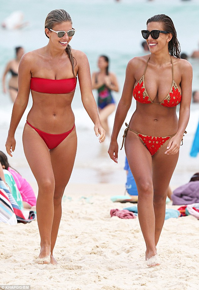a bikini a day tash and devin beachside